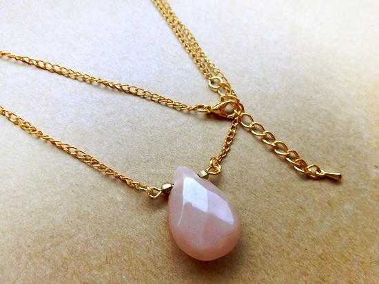 桃色雫のネックレス