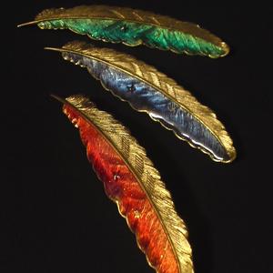 羽ブローチ