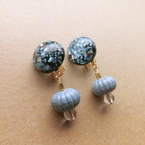 螺鈿風カボションのイヤリング(blue)
