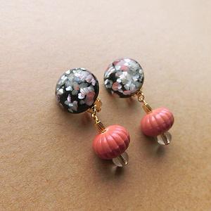 螺鈿風カボションのイヤリング(pink)