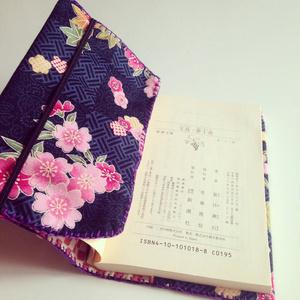 ブックカバー(和花柄・青)