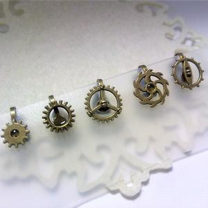 ミニ歯車のイヤーカフス(ランダム3個セット(全3色