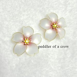 桜のイヤリング・白×桃色