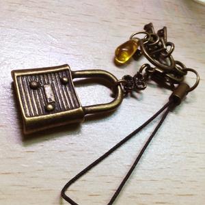 鍵と雫ストラップ (金古美)