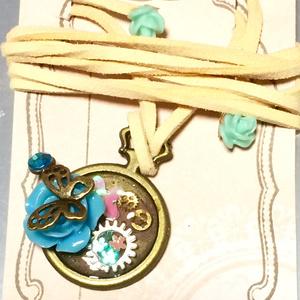 青薔薇と蝶のチョーカー