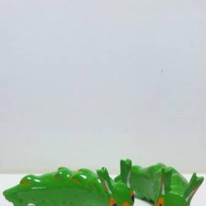 オオムラサキ幼虫のフィギュア 蝶 いもむし イモムシ 芋虫